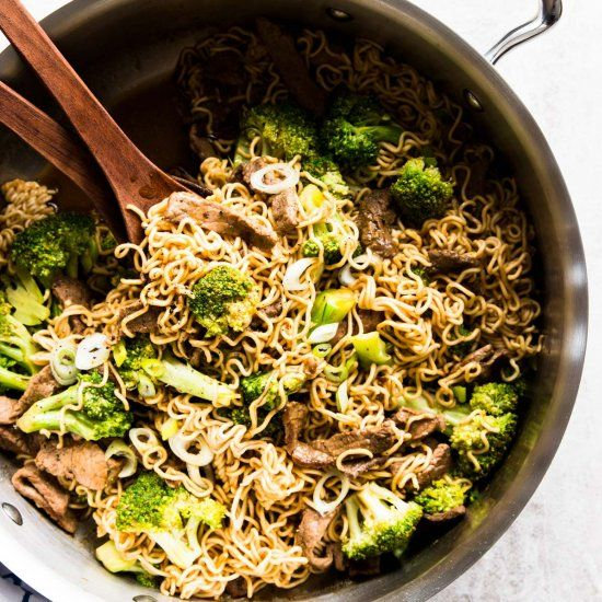 delicious beef and broccoli ramen skillet foodie
