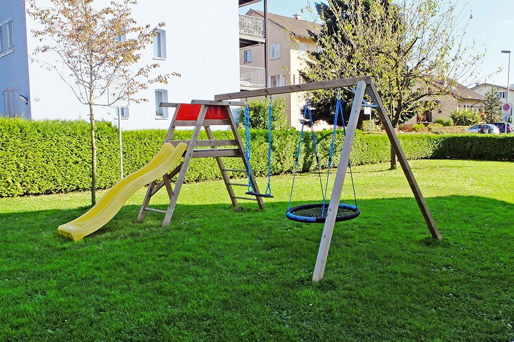 Einfache Und Solide Spielkombination Zum Klettern Und Rutschen Fur Den Privatgarten Das Spielgerat Wird In Der Bo Privatgarten Rutsche Garten Spielplatzgerate