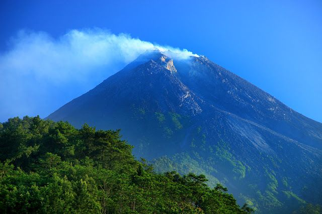Top 10 Most Active and Dangerous Volcanoes in the World ...