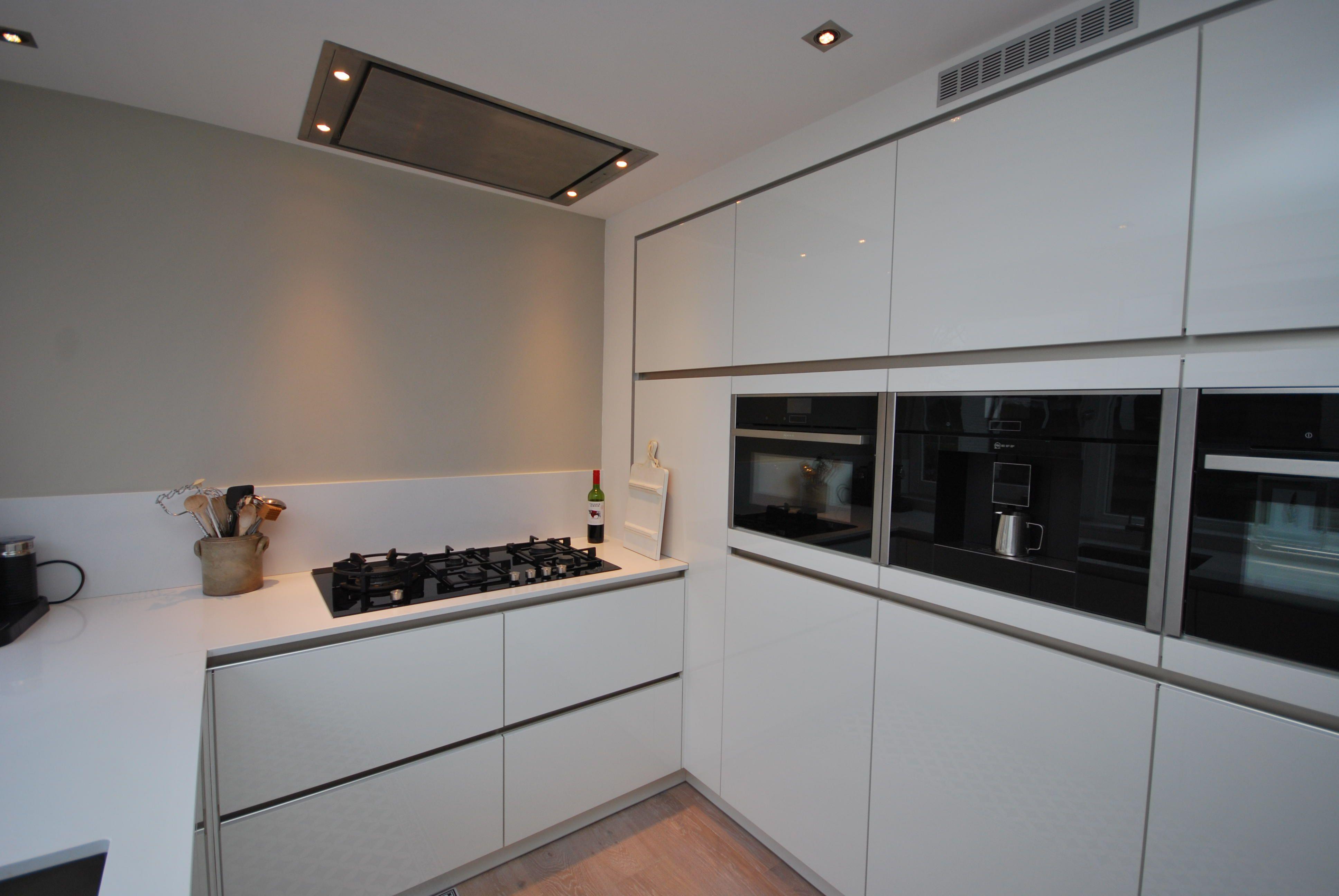 Koffiemachine De Keuken : De ruime keuken is voorzien van een # apparatenwand met