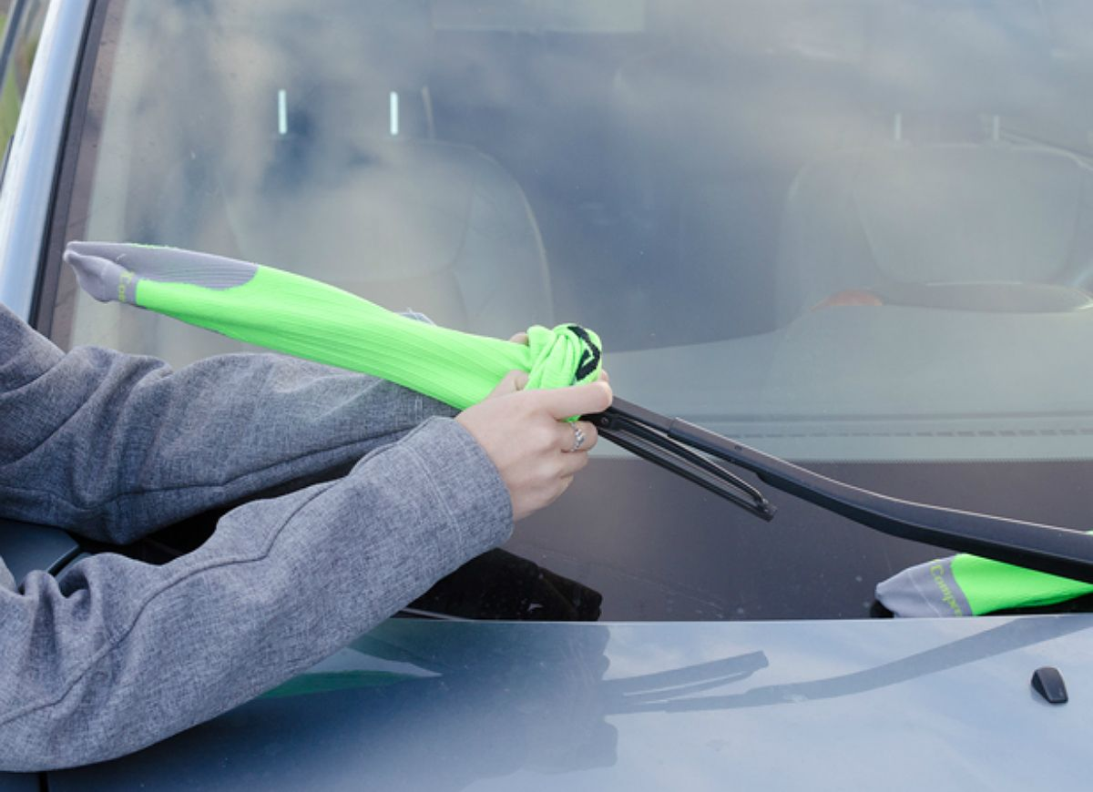 10 Things You Never Thought To Keep In Your Car Car Hacks Windshield Wipers Car Maintenance