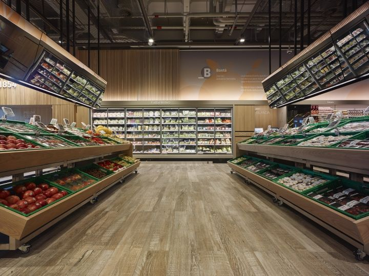 The Architecture Of The Supermarket Is Meant To Foster An Overarching Perception Of The Who Supermarket Design Interior Grocery Store Design Supermarket Design