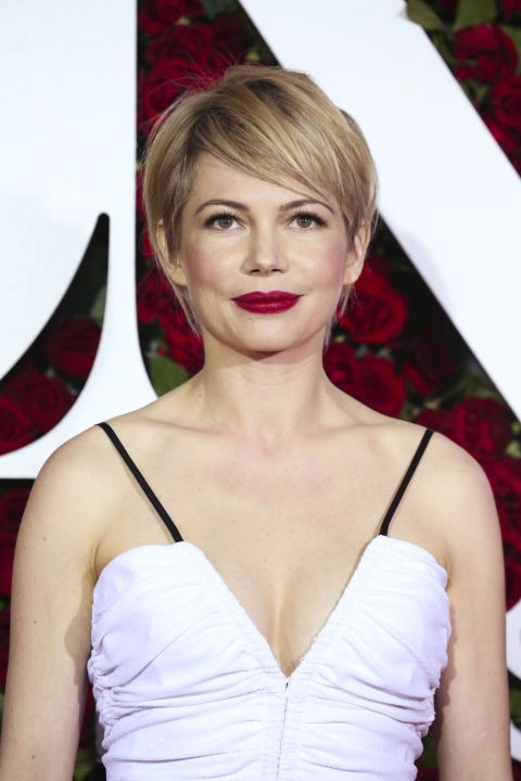 7d2b7f45b37 Michelle Williams Hairstyle  Instantly make hair look more voluminous and  full with this feminine pixie cut.