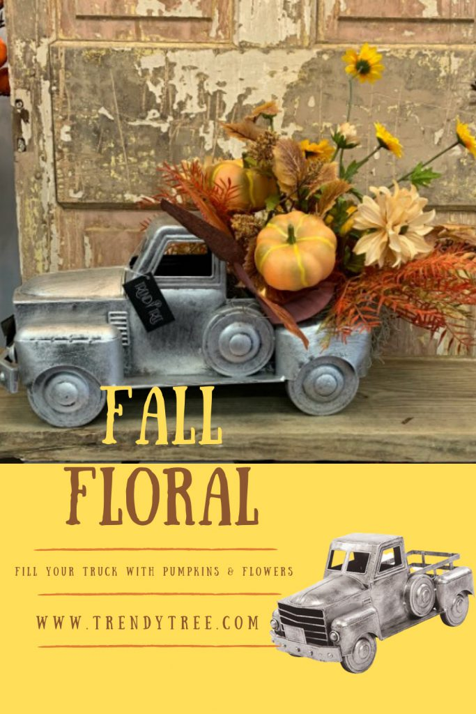 Ideas for Decorating an Old Fashioned Truck Container - Trendy Tree Blog| Holiday Decor Inspiration | Wreath Tutorials|Holiday Decorations| Mesh