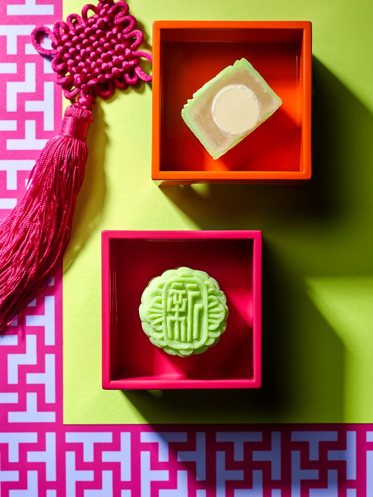 Infusing the fruity taste of lychee and apple with the smooth elegance of chocolate, this Lychee Chocolate & Apple Lotus Paste Mini Snowskin #Mooncake is a must-try this festival. Order now at xin.sinhi@ihg.com #XinCuisine #MidAutumn