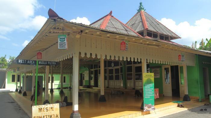 Masjid Keraton Soko Tunggal Bangunan Yang Sarat Makna Dengan