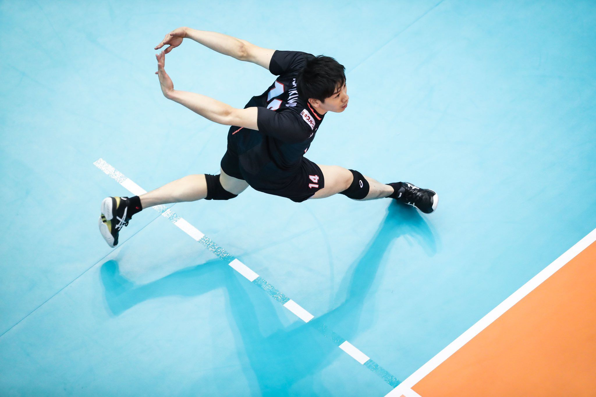 Pin By Tomo On Bong Chuyền Volleyball Photography Volleyball Poses Japan Volleyball Team