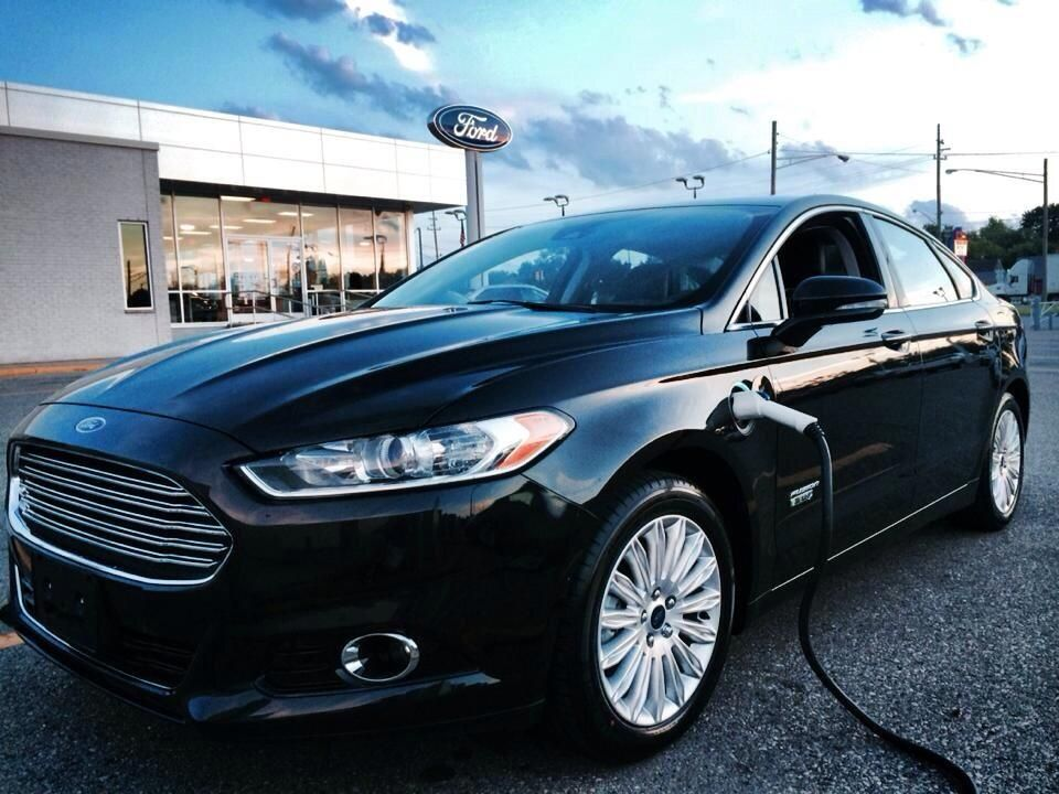 2014 black ford fusion car not a 2013 Ford fusion, 2013