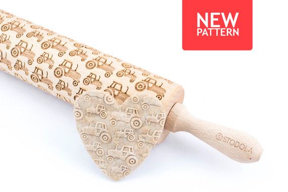 Engraved rolling pin with Tractor pattern  Using an engraved rolling pin can be a great way to pump up your baking by putting patterns on your cookies or a creative idea for a present to your beloved ones. A wooden rolling pin was originally made by us for making cookies and it is still the most popular way of using it. Nevertheless we encourage you to try your own ways of enjoying it.The dough can be made of salt-, sugar- or even… ceramic-mass! Don't hesitate to use your imagination.