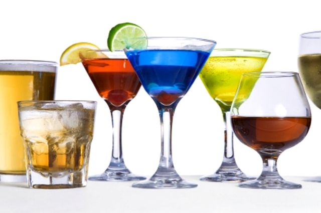 Enjoy a 1 hour hosted cocktail reception with hors d'oeuvres and mixology class at our hotel