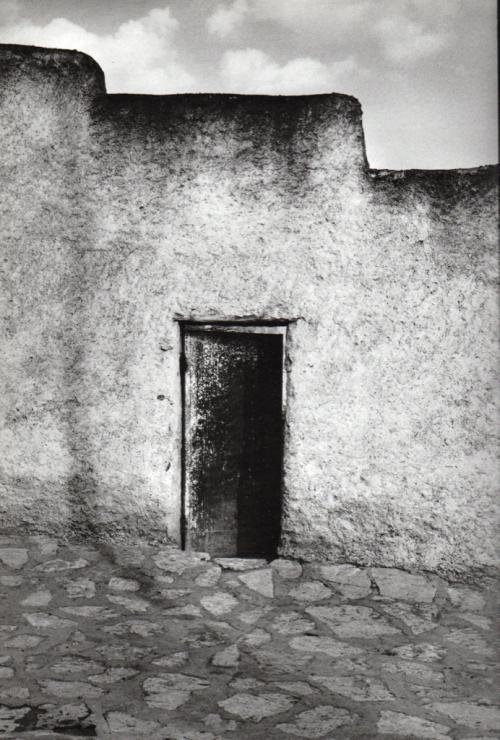 "Raymond Depardon: ""Africas"", Editions Hazan, 2005. Copyright R.Depardon / Magnum Photos."