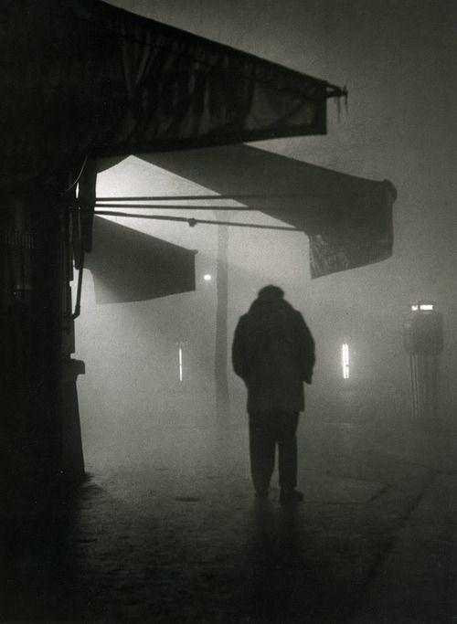 Sabine Weiss  Homme dans le brouillard, 1951