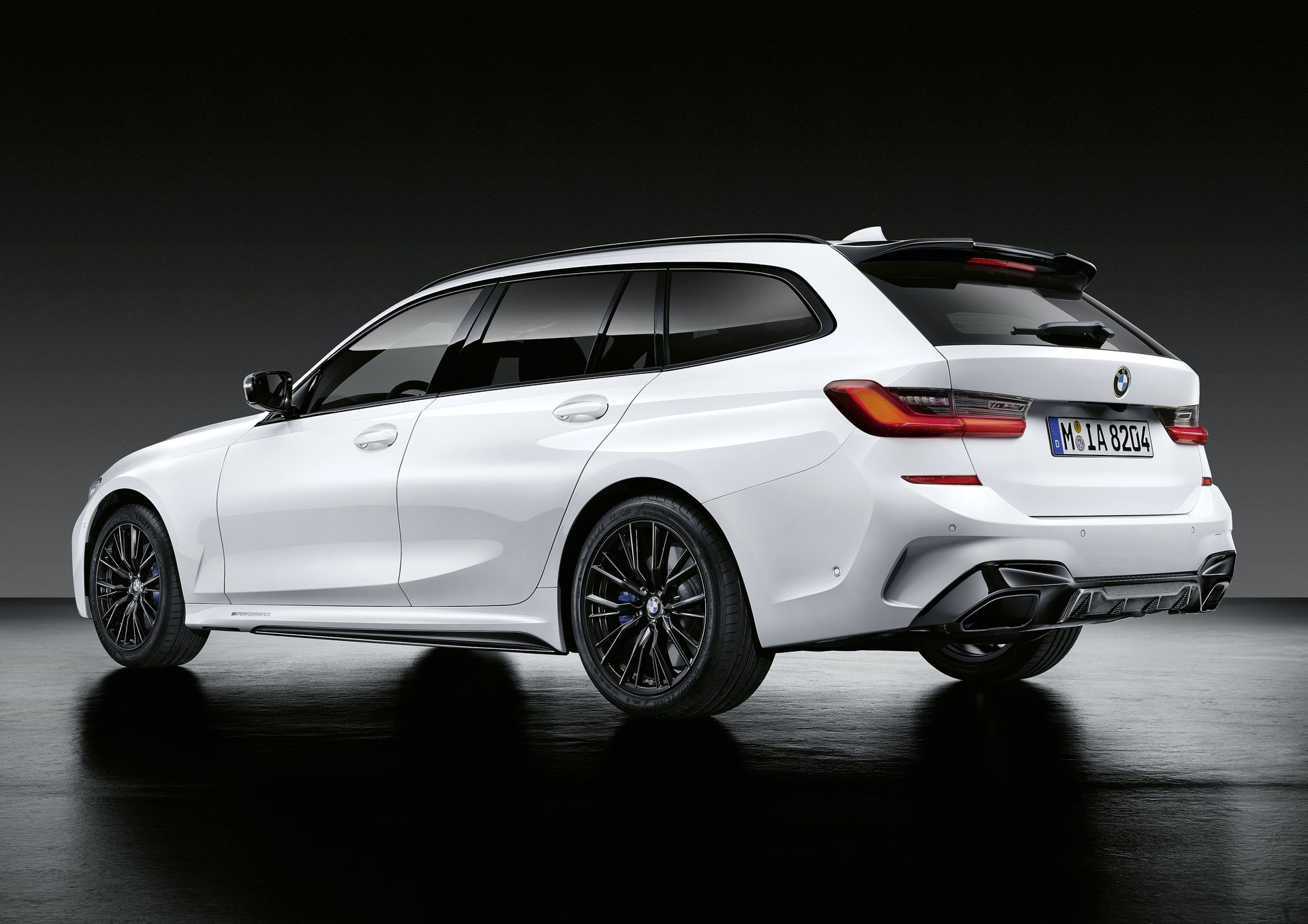 Bmw 8 Series Gran Coupe 3 Series Touring And X1 Lci Gets New M Performance Parts Avec Images Voiture Sportive Voiture Sportif