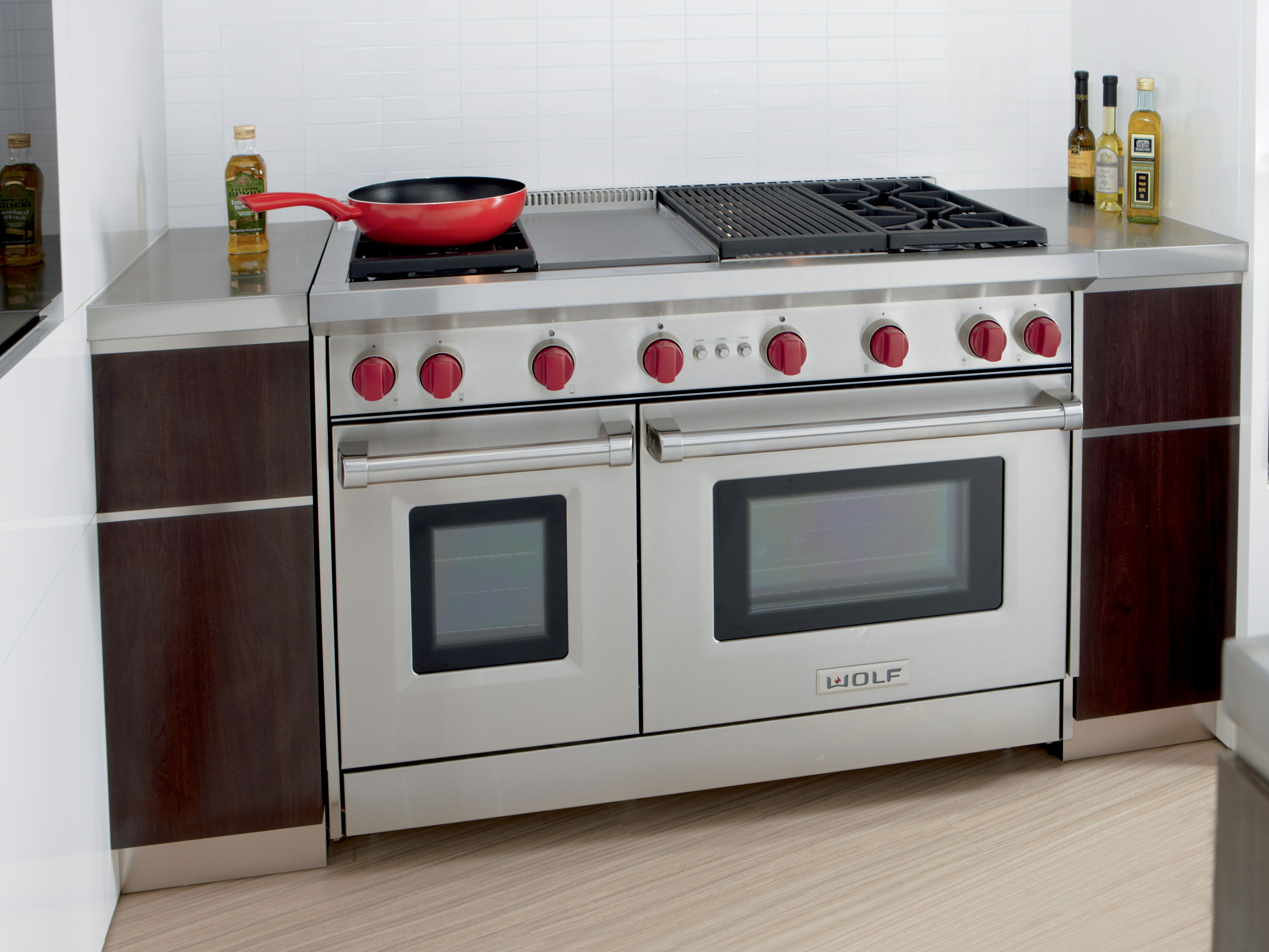 With Dual Stacked Burners That Produce Exceptionally Even Pan Coverage Food Cooks More Evenly Acr Kosher Kitchen Design Luxury Kitchens Top Kitchen Appliances