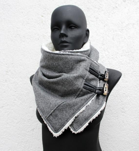 Cowl Schal. Oxford graue Wolle und faux Schere mit Knebeln
