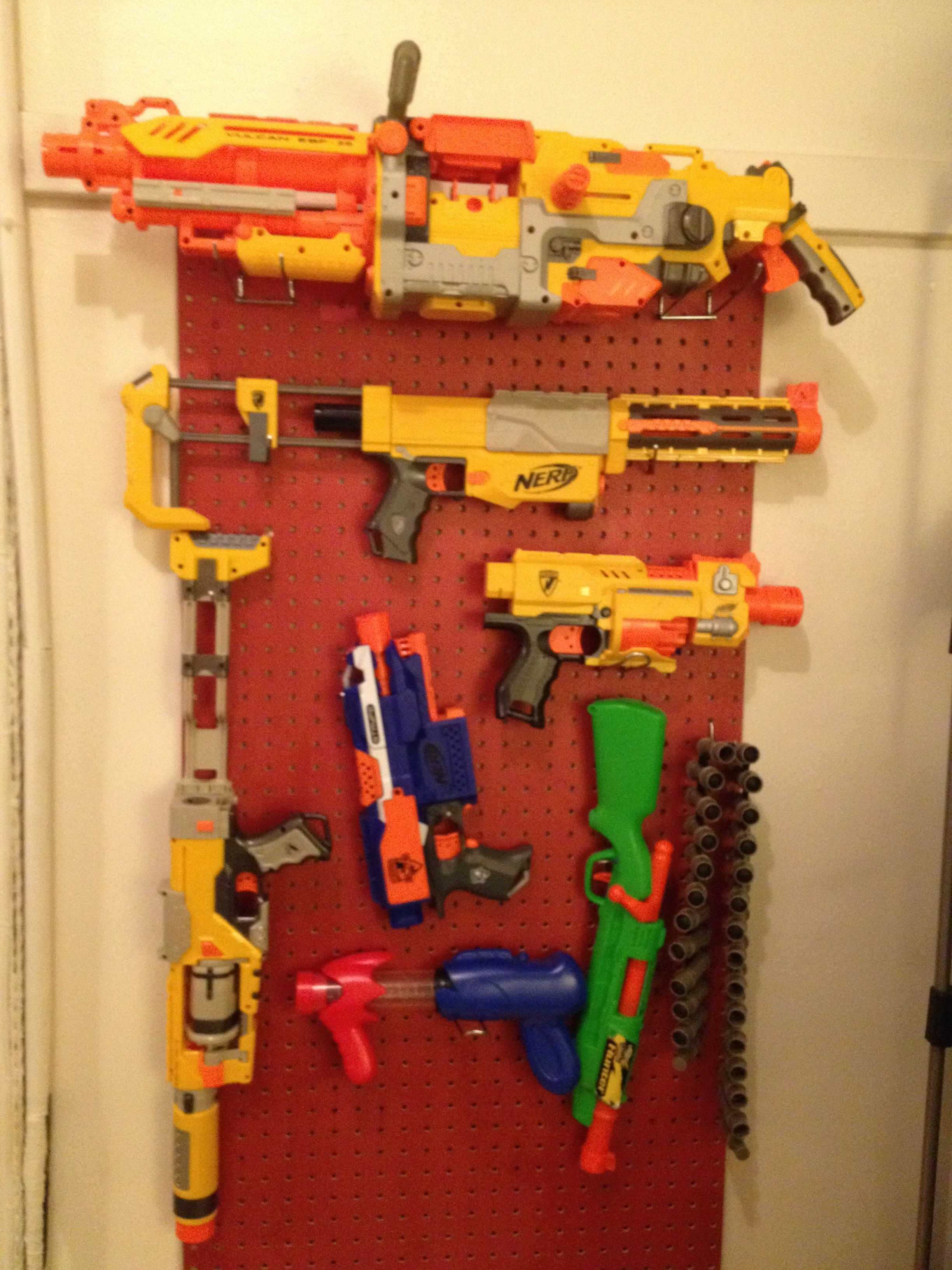 Space for 30 guns on the rack - 15 top and 15 bottom. The longer guns can  lay on the base between the rack and the pegboard.