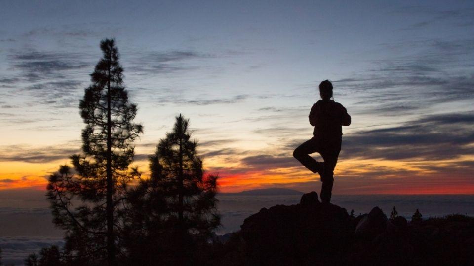 Yogaretreat Ashram Himalayas Evening Sunset Yogateacher Meditation Poses N 200 Hour Yoga Teacher Training Yoga Teacher Training Course Spiritual Yoga