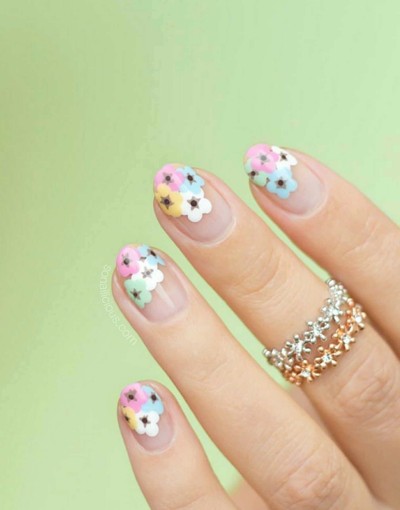 Pin de Gina Villecco en The Big Book of Nail Art | Pinterest