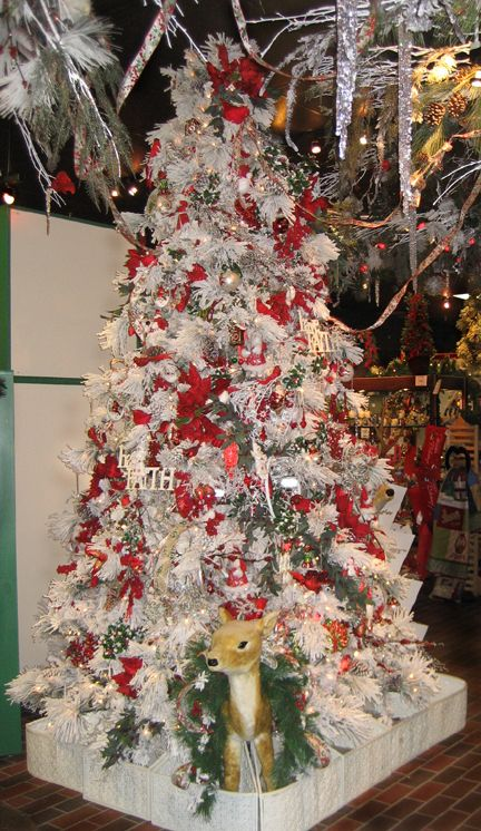 Cardinal Theme Christmas Tree | Christmas tree themes