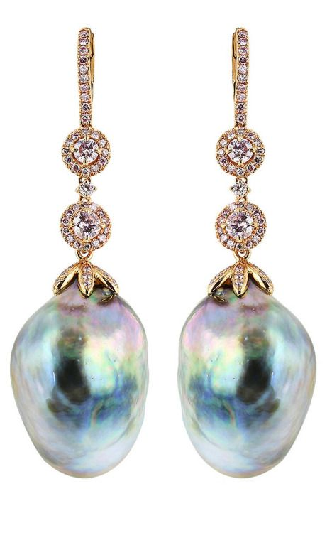 Aren't these earrings lovely? South Sea pearls with 4 round brilliant cut pink diamonds and pink pave diamond accents in rose gold. (Via 1stdibs.)
