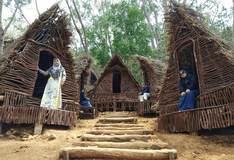 Gambar 1 Tempat Wisata Rumah Hobbit Karanganyar Hobbit Rumah Gambar