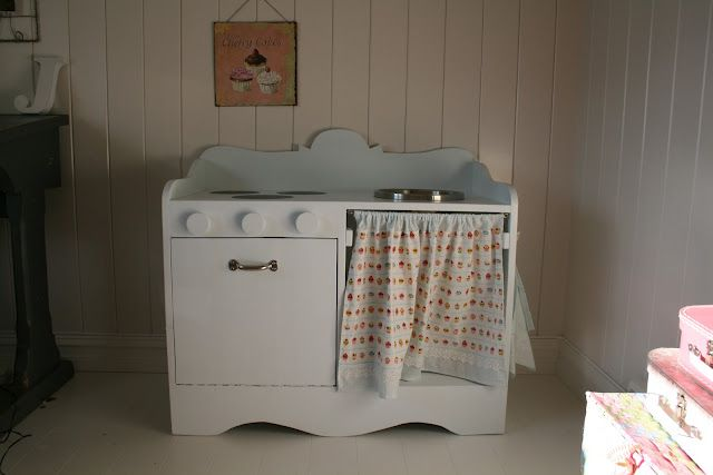 DIY kitchen - I think I will have to get papa or grandpa working on this for Rhiannon!