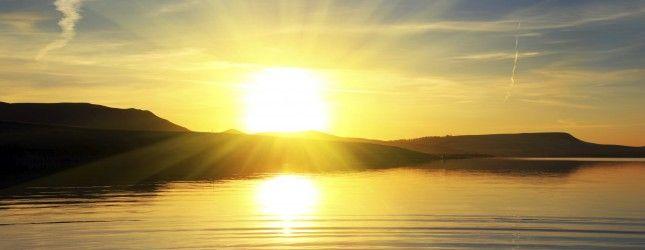 Sunset Wallpaper Of A Golden Sunrise Over Waves On A Beach Sunset Wallpaper Nature Desktop Beautiful Sunset