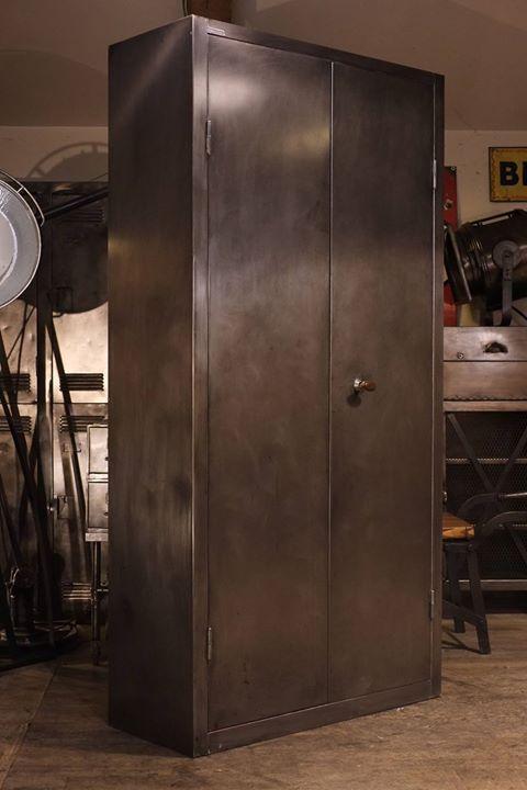Armoire Industrielle Atelier Ancienne En Metal Brut Plus D Info Sur Http Ift Tt 1j72nm2 Deco Design Loft Us Meubles Industriels Maison Design Industriel
