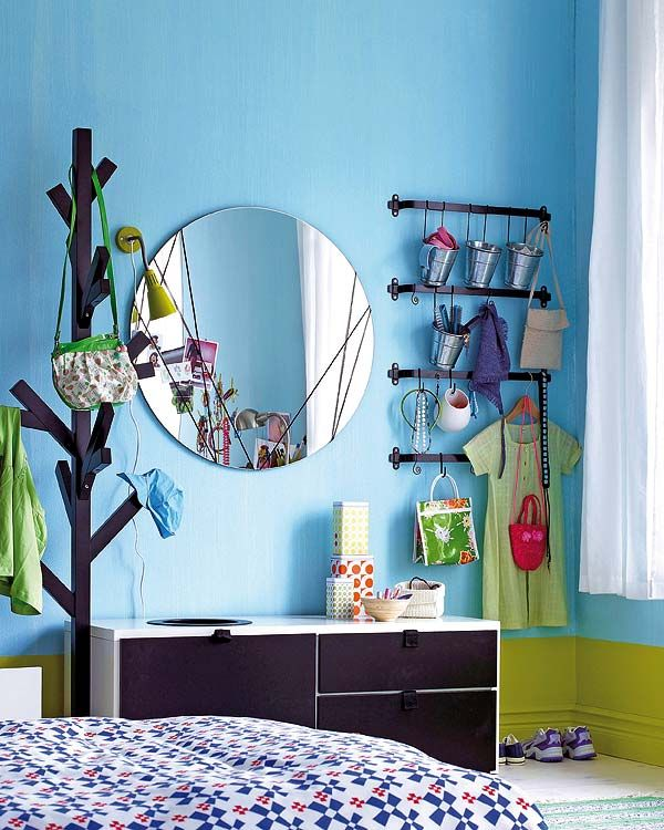 ideen jugendzimmer deko spiegel rund kleiderst nder baum mini metalleimer ikea pinterest. Black Bedroom Furniture Sets. Home Design Ideas