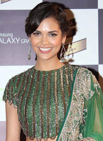 Esha Gupta stays fit with dance!