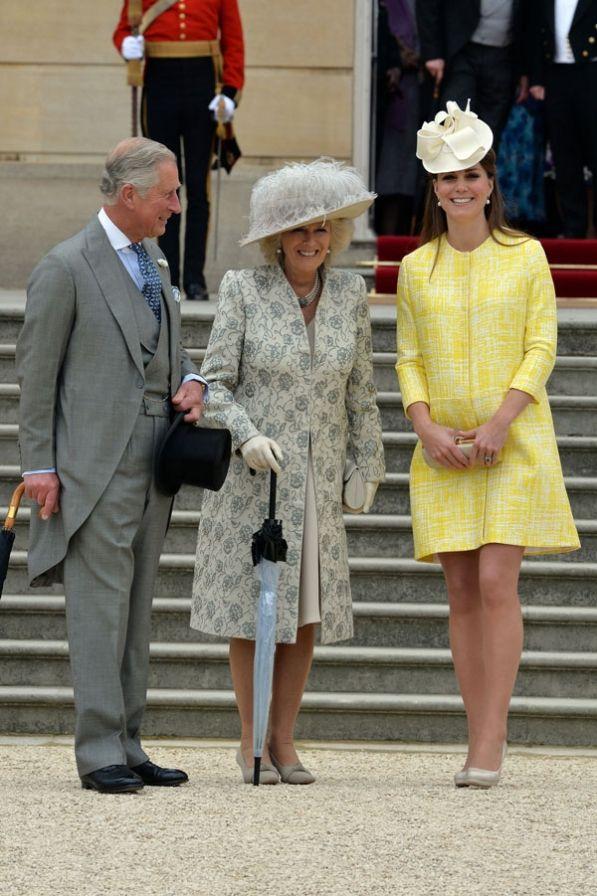 La duquesa de Cambridge asistió a la fiesta de la reina con sus suegros, el príncipe Carlos y la duquesa de Cornualles.