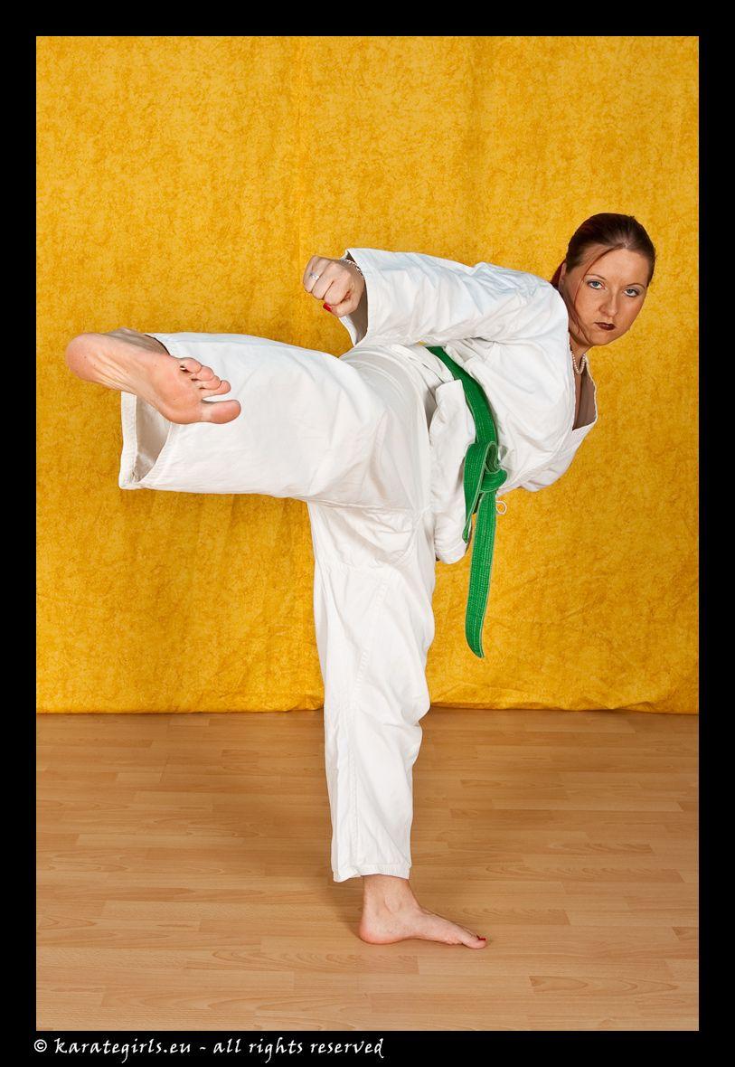 Barefoot Martial Arts Women