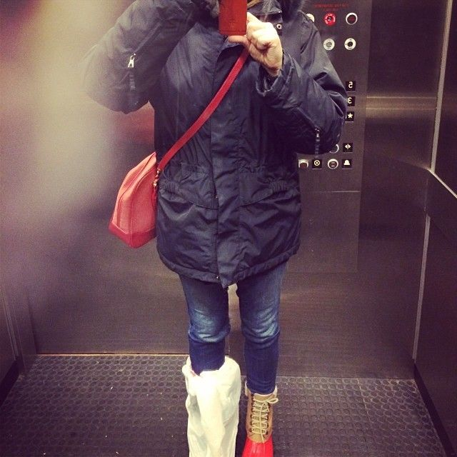 "@The Style Skinny's photo: ""#hat✔️ #gloves✔️ #snowboot ✔️ #garbagebag ✔️"""