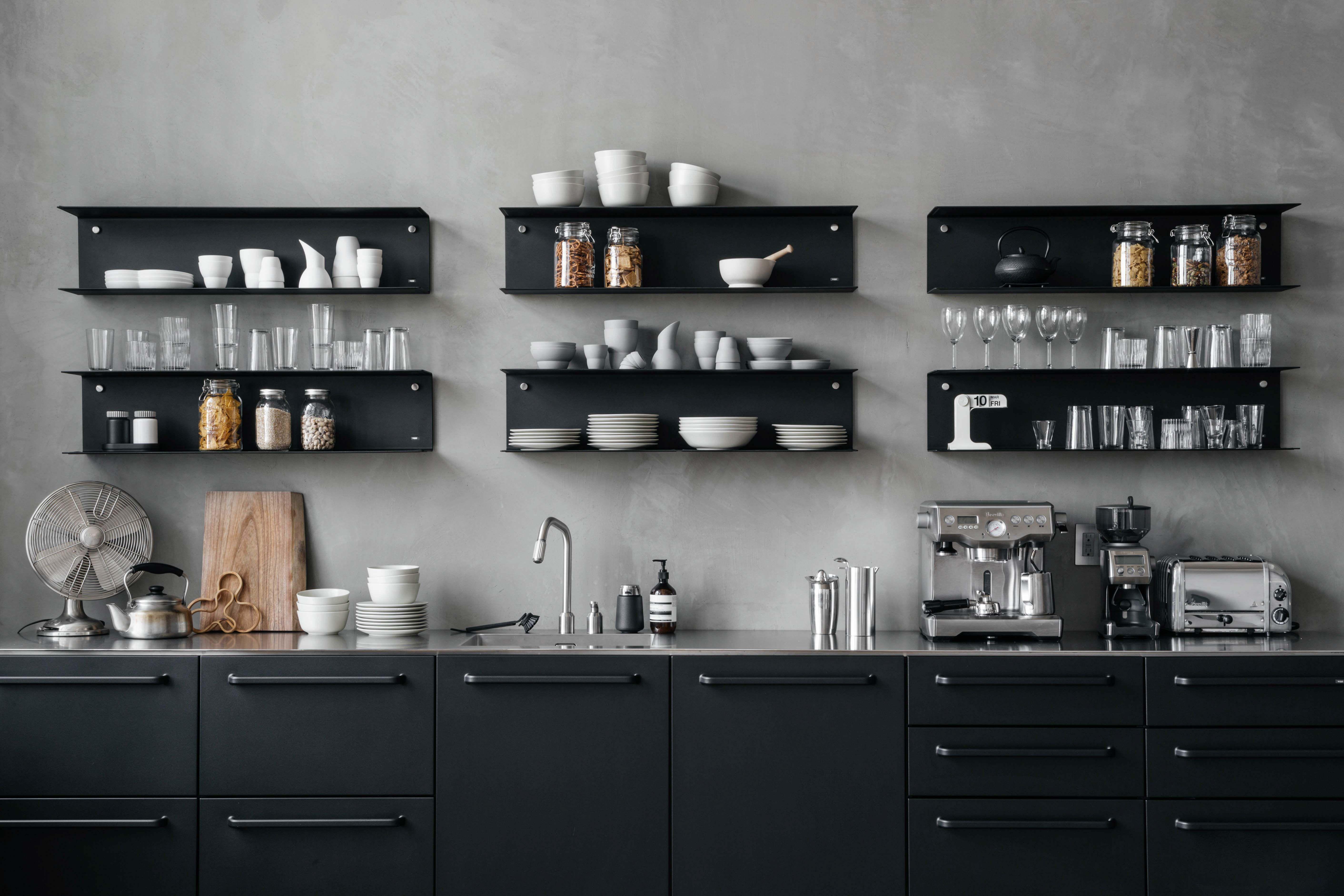 Vipp Black Kitchen In An Advertsing Agency Studio In Manhattan Used For Creative Pauses And Coffee Refill Kuche Freistehend Innenarchitektur Kuche Kuchendesign
