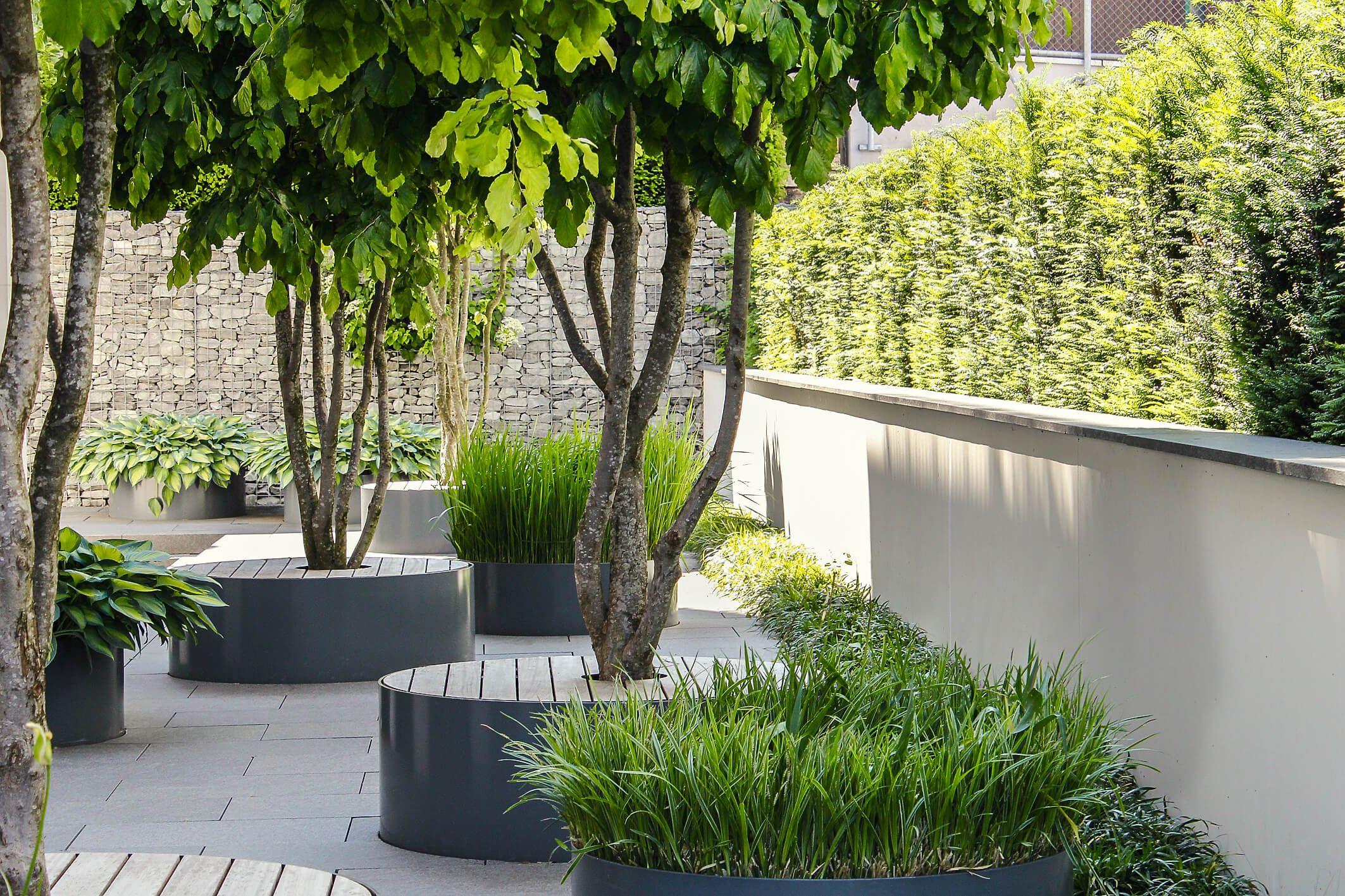 eine gute idee pflanztr ge gleichzeitig als sitzm bel zu. Black Bedroom Furniture Sets. Home Design Ideas