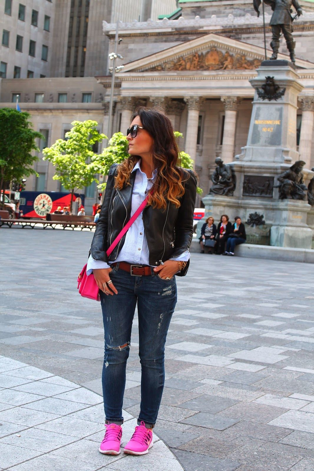 outfit with sneakers, nike pink sneakers, outfit inspiration with sneakers,  distressed jeans outfit