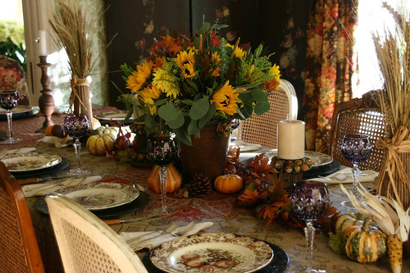 A Traditional Thanksgiving Table