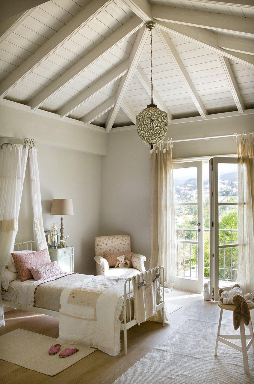 Una coqueta habitaci n en tonos pastel en tonos pastel for Coquetas muebles dormitorio
