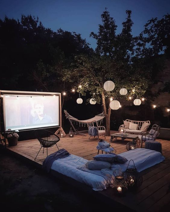 How To Create An Outdoor Cinema In Your Backyard A Step By Step Guide To The Perfect Outdo Backyard Movie Theaters Backyard Movie Nights Backyard Movie Screen