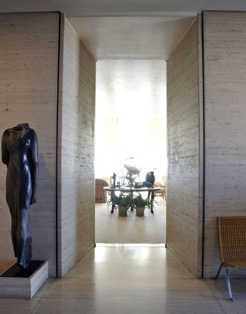 un cisne en casa de los agnelli | entrance halls, travertine and