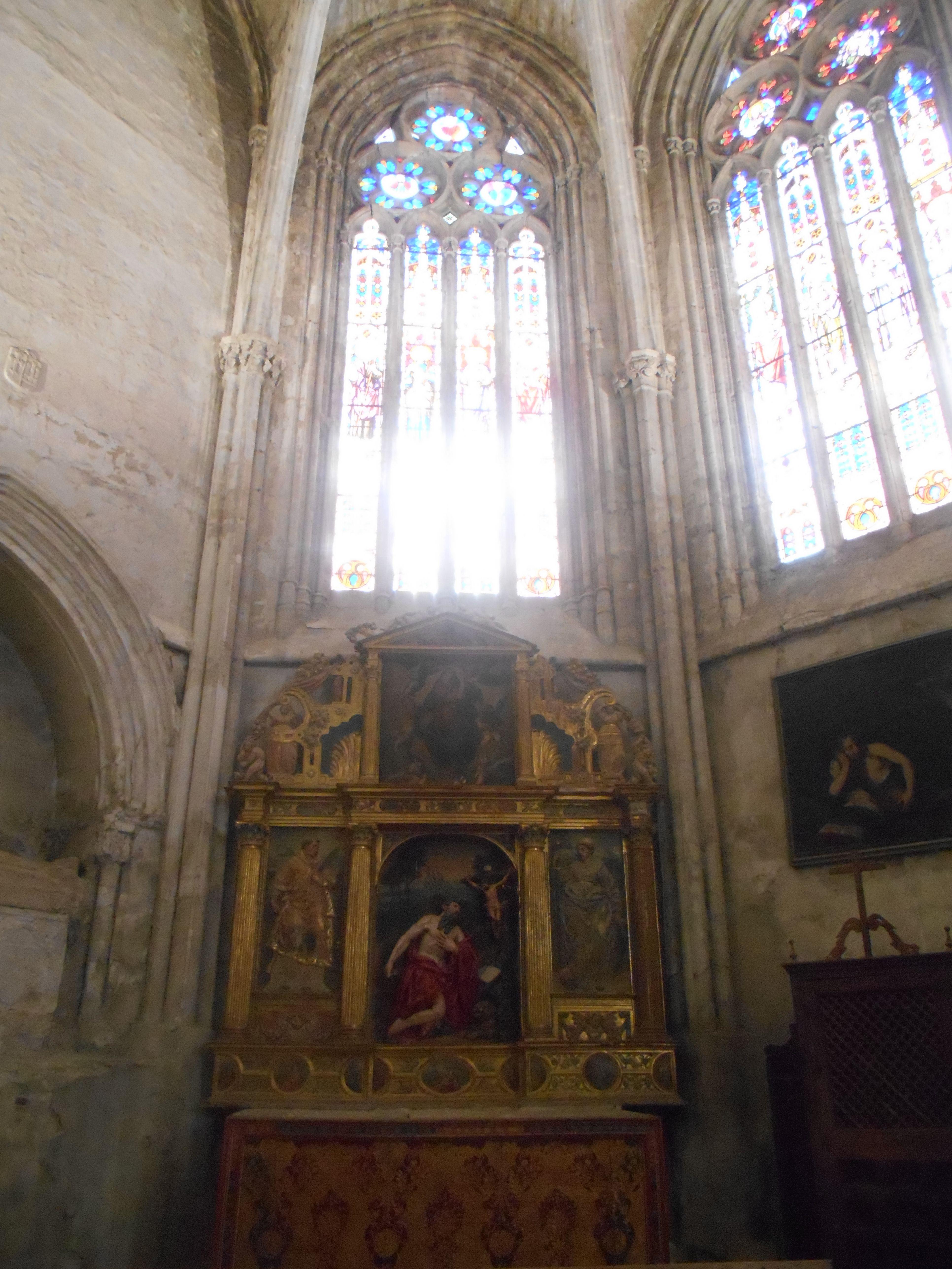 Retablo con San Jerónimo y la Magdalena en actitud de penitencia y vidrieras en la que se ven restos de la pìntura de Diego Salcedo en 1542.Capilla de San Isidro o de San Jerónimo