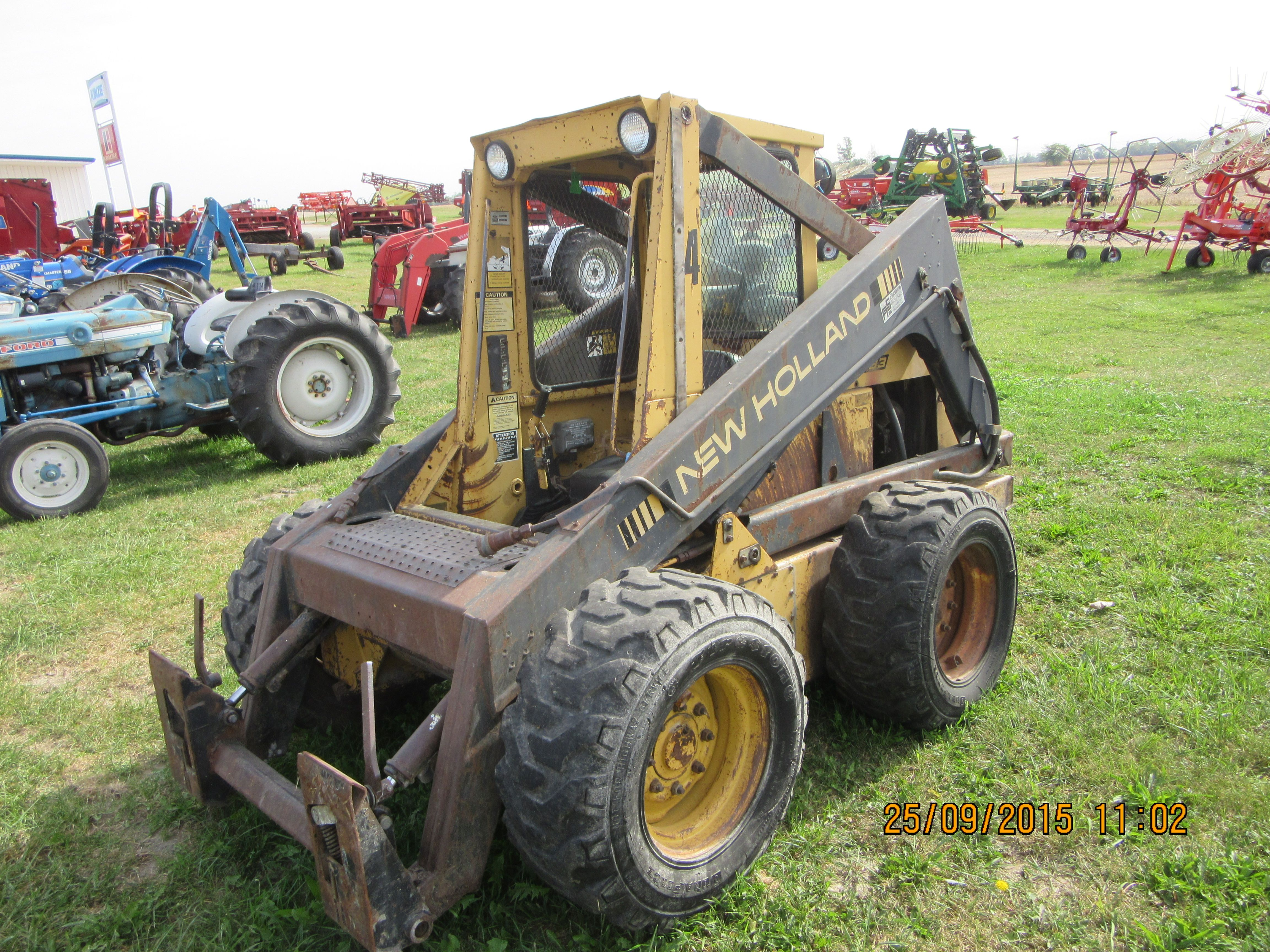 98df6f941b86 New Holland L783 skid steer loader   New Holland farm equipment ...