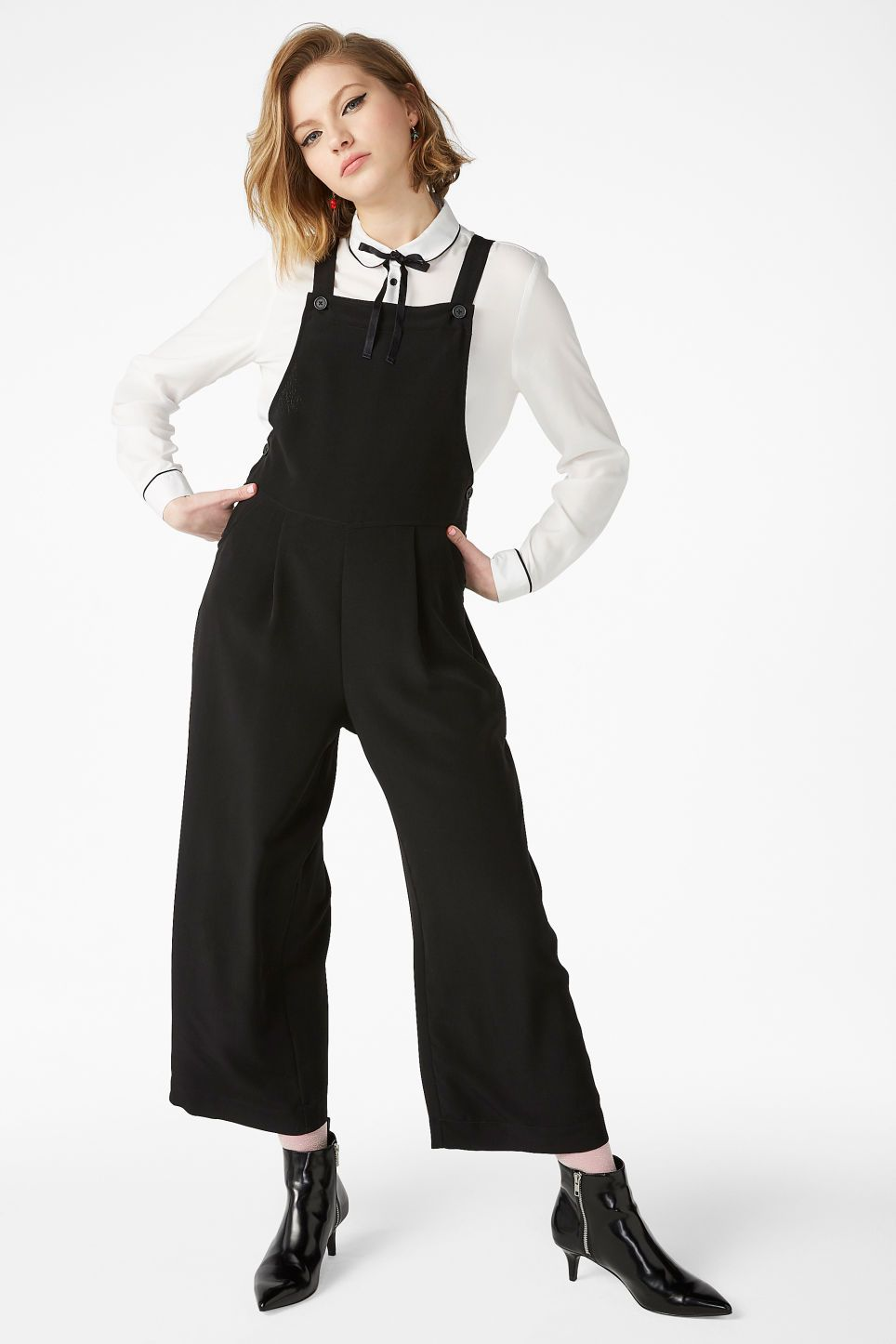 2b8f328cc44 Classy wide leg dungarees that buttons up by the hips. And yes