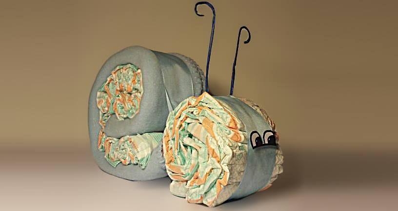 Plienkova torta - Slimák z plienok? Prečo nie. Tento sa skladá z 20 plienok a detskej deky.