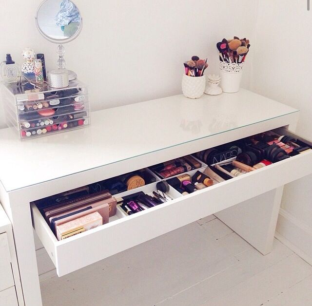Make up station homes Pinterest Bedrooms, Vanities and Room