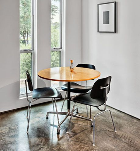 Eames Round Table Is Suitable For Dining And As A Conference