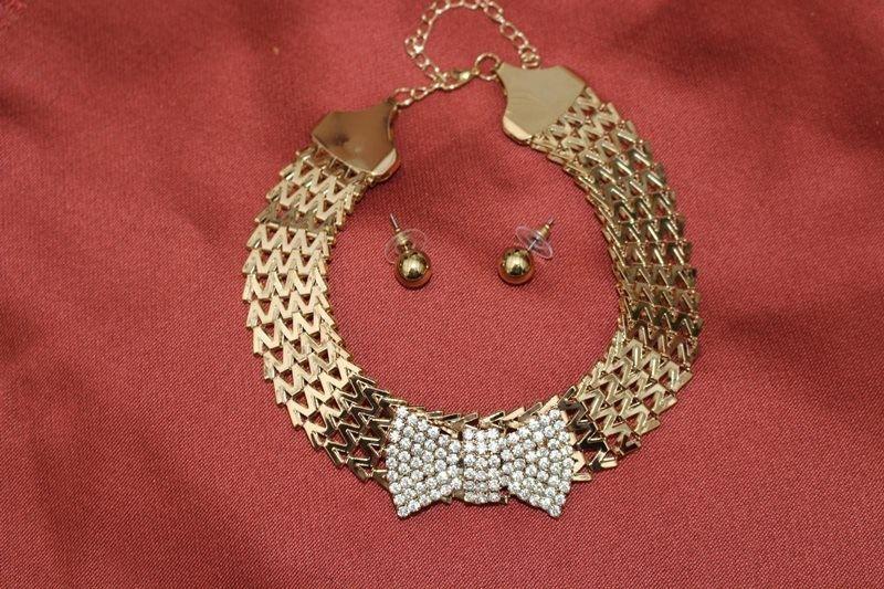 collier ras de cou oriental