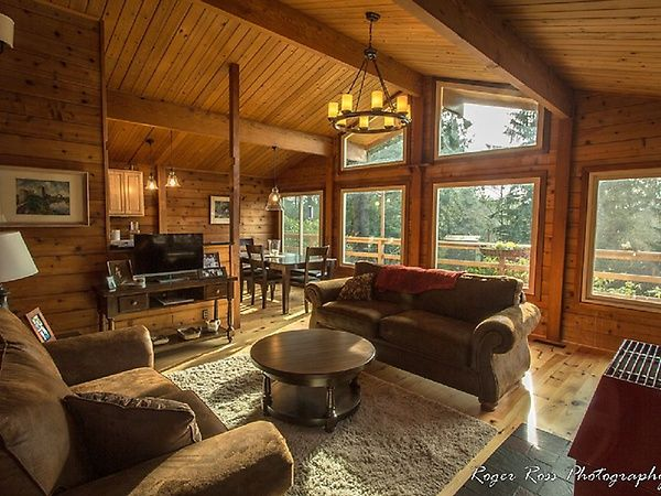 The Montgomery House | Vacation Rentals in Bay City, Oregon