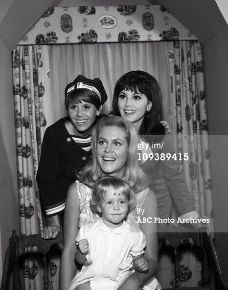 .Elizabeth Montgomery, Judy Carne, Marlo Thomas, and Erin Murphy.