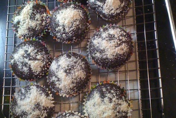 Chocolate Chai Cupcakes - http://www.veganbakingrecipes.com/chocolate-chai-cupcakes-recipe/  #vegan #recipes